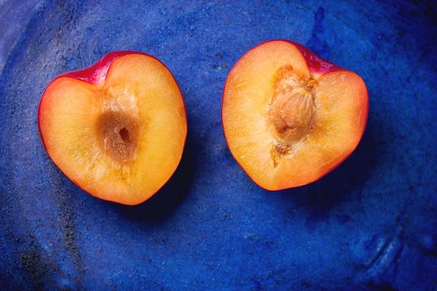 Połówki nektaryny