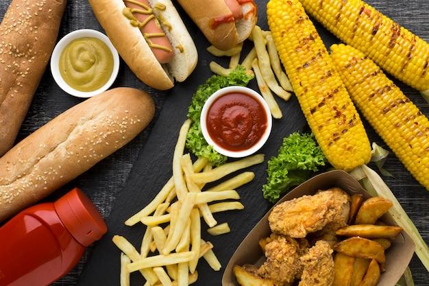Połóż płaskie amerykańskie jedzenie