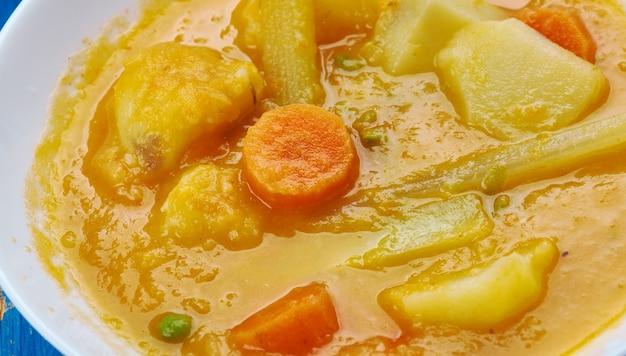 Południowoindyjska mieszanka warzyw sambar - kolmbo