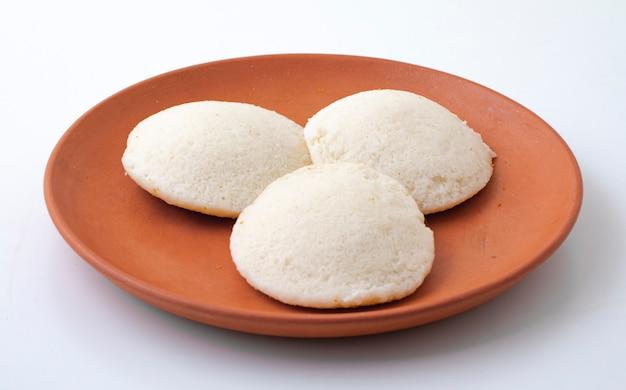 Południowoindyjskie śniadanie popularne idli