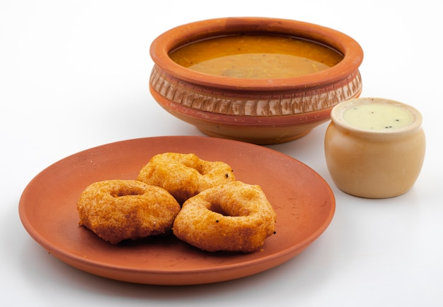 Południowoindyjskie śniadanie popularne vada, sambar lub chutney