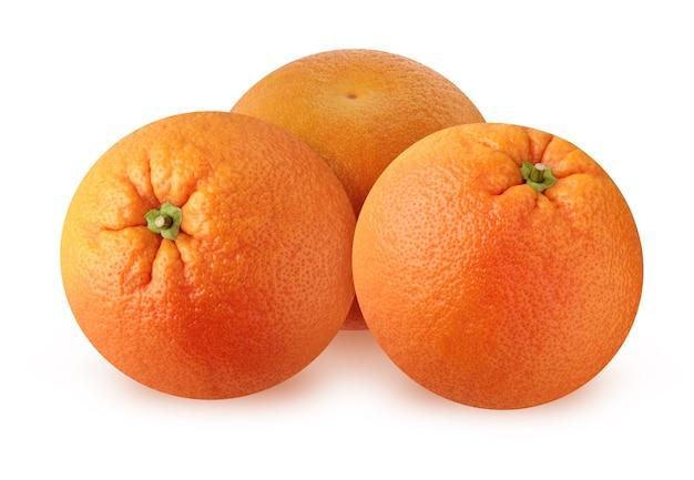 Pomarańcze na białym tle na białej powierzchni