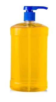 Pomarańczowa plastikowa butelka z płynnym detergentem do prania, środkiem czyszczącym, wybielaczem lub płynem do zmiękczania tkanin na białym tle