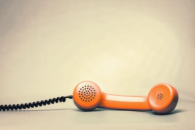 Pomarańczowa słuchawka