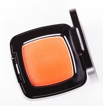 Pomarańczowe cienie do powiek na białym tle