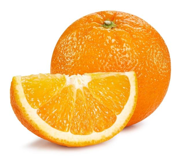 Pomarańczowe owoce na białym tle. pomarańczowa ścieżka przycinająca
