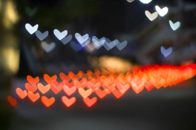 Pomarańczowy bokeh i rozmycie kształtu serca miłość walentynki kolorowe lampki nocne