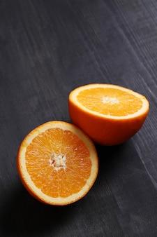 Pomarańczowy, dwie połówki