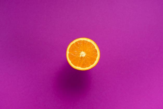 Pomarańczowy jeden to ultrafioletowe tło z owoców tropikalnych