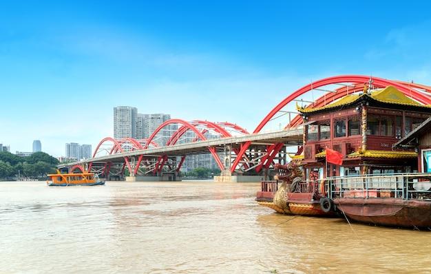 Pomarańczowy most panoramę miasta rzeki, liuzhou, chiny.