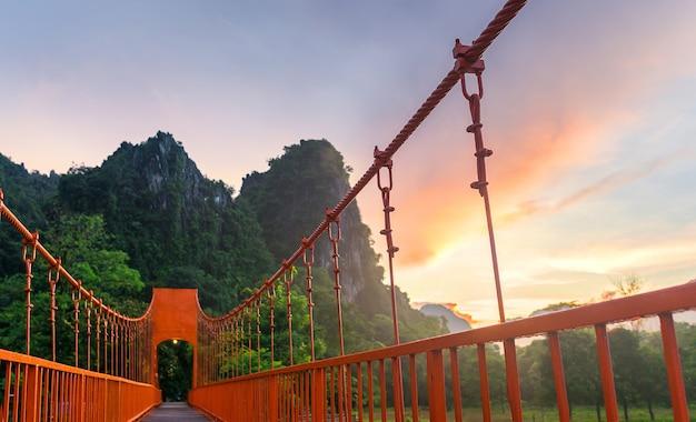 Pomarańczowy most vangvieng, lao vangvieng