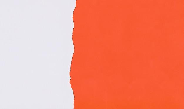 Pomarańczowy papier artystyczny nakładający się i rozdzierany do projektowania.