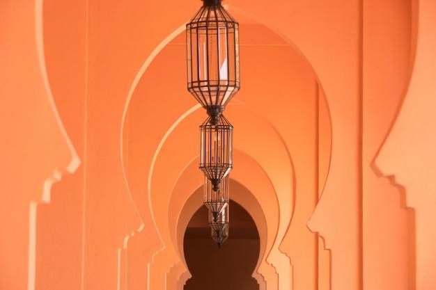Pomarańczowy piaskowaty arabski morrocco stylu korytarza tło