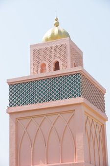 Pomarańczowy Piaskowaty Arabski Morrocco Stylu Wierza Tło Premium Zdjęcia