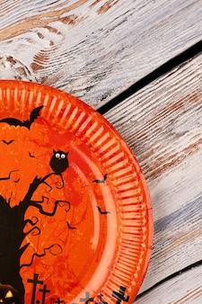 Pomarańczowy talerz na halloween.