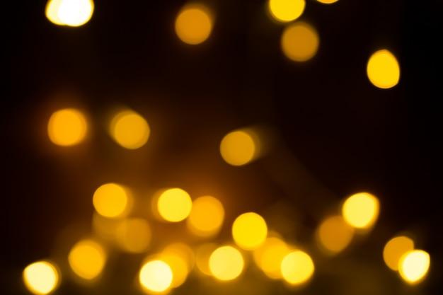 Pomarańczowy żółty jasny bokeh świateł. piękne świąteczne tło.
