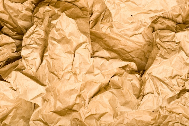Pomarszczona tekstura papieru kraft. naturalna brązowa przestrzeń vintage