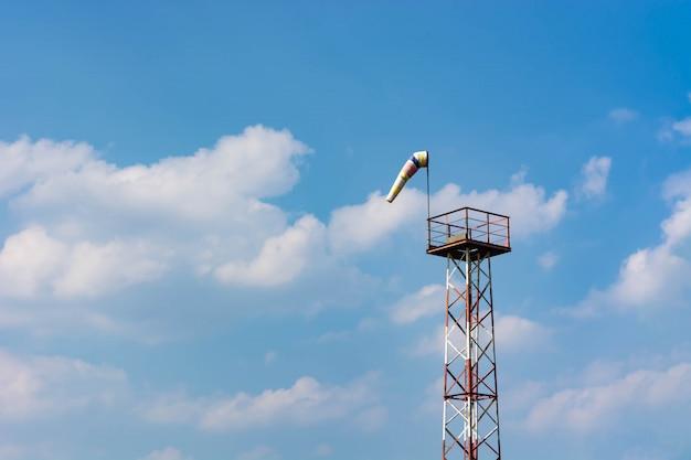Pomiar siły i kierunku wiatru za pomocą stożka