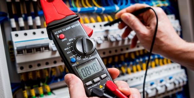 Pomiary elektryczne za pomocą multimetru