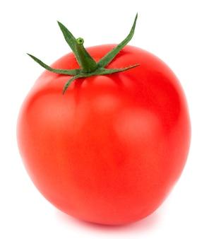 Pomidor na białym tle. pomidor ze ścieżką przycinającą.