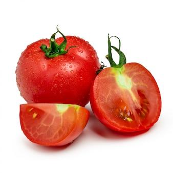Pomidory. całość i pół odizolowywający na bielu