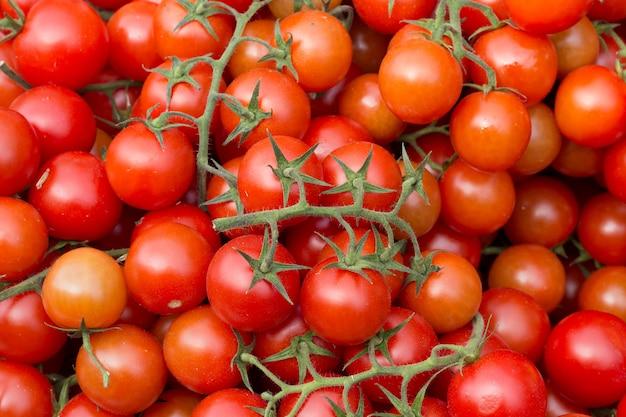 Pomidory czereśniowe na rynku
