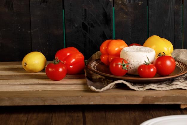 Pomidory, papryka i biały ser