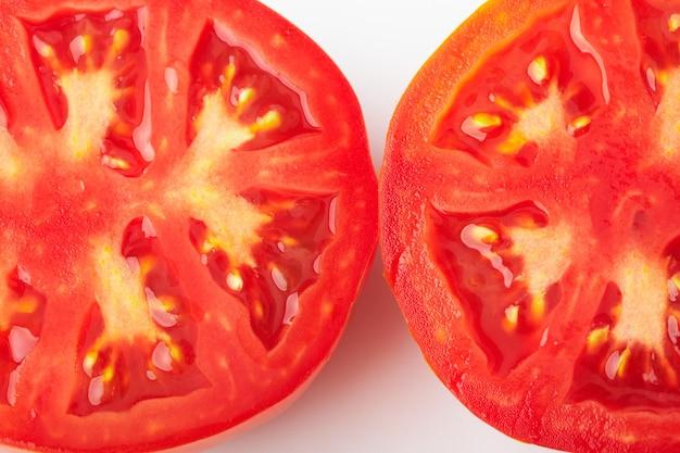 Pomidory pokrojone na dwie połówki