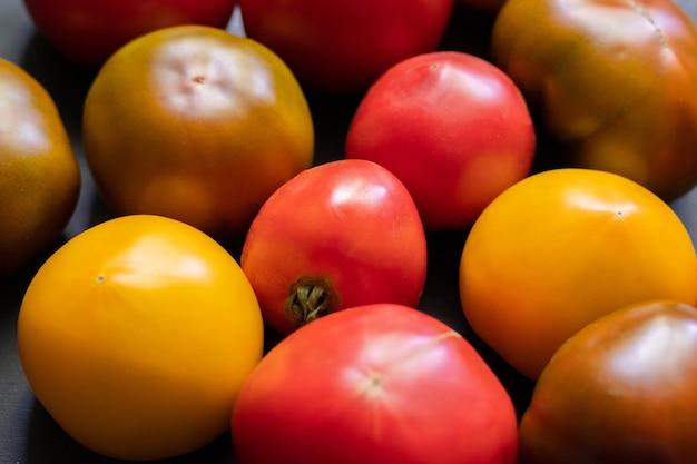 Pomidory w różnych kolorach