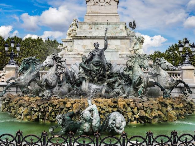 Pomnik girondins na place des quincones bordeaux