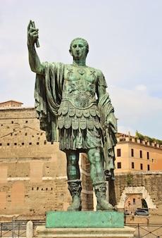 Pomnik juliusza cezara / jules cesar cesarz rzymu