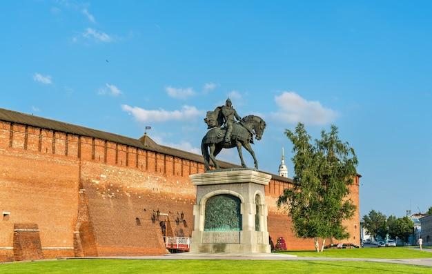 Pomnik konny dmitrija donskoja w kołomnej, obwód moskiewski, złoty pierścień rosji