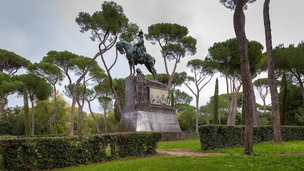 Pomnik króla umberto i w parku villa borghese w rzymie