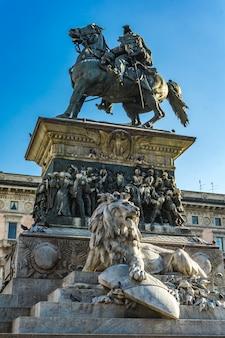 Pomnik króla wiktora emanuela ii (vittorio emanuele ii) w mediolanie we włoszech