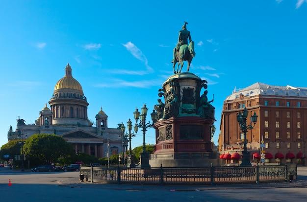 Pomnik mikołaja i w sankt petersburgu w rosji