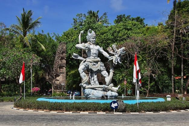 Pomnik na nusa dua, bali, indonezja