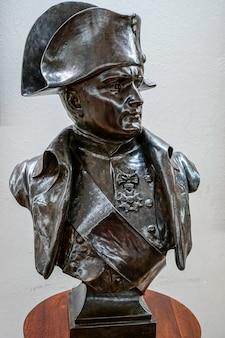 Pomnik napoleona w pałacu w wilanowie w warszawie