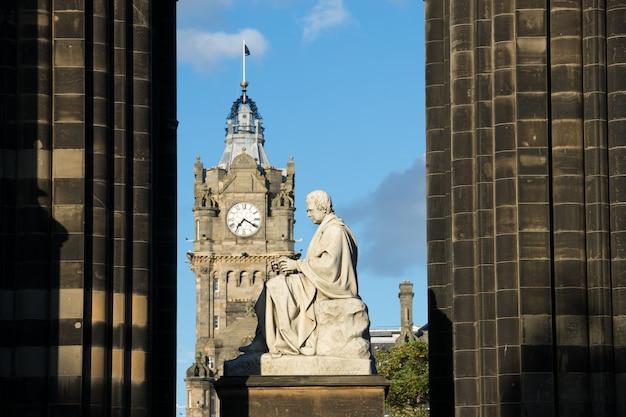 Pomnik waltera scotta. edynburg szkocja uk.