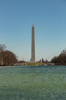 Pomnik waszyngtona po południu w waszyngtonie, usa.