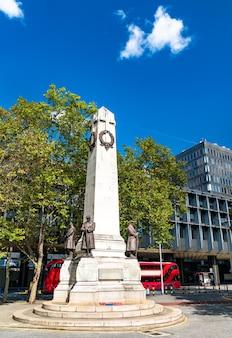 Pomnik wojenny londynu i kolei północno-zachodniej na stacji kolejowej euston w londynie, anglia