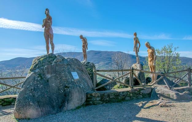 Pomnik zapomnianej wojny domowej i dyktatury. el torno w valle del jerte, hiszpania