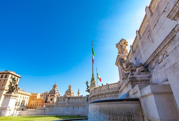 Pomnik zbudowany na cześć vittorio emanuele (victor emanuel), pierwszego króla zjednoczonych włoch w rzymie we włoszech