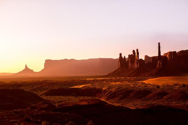 Pomnikowy dolinny totemu słupa wschód słońca utah