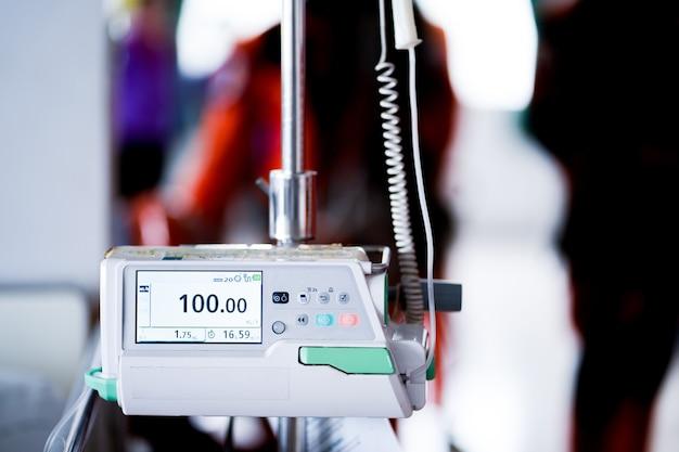 Pompa infuzyjna leków na oddziale szpitalnym