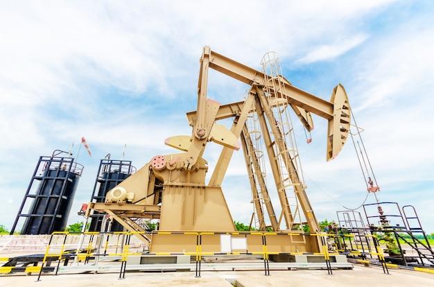 Pompa olejowa. urządzenia przemysłu naftowego.