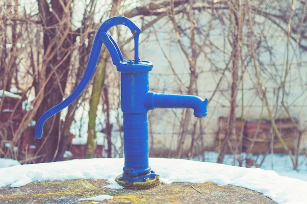 Pompa wodna ręczna - styl retro (stara pompa wodna)