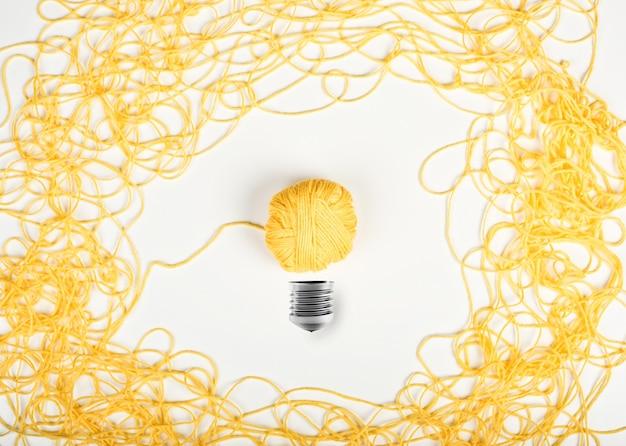 Pomysł i innowacja z plątaniną przędzy wełnianej