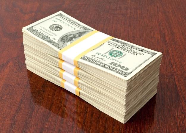Pomysł na biznes. duży stos pieniędzy na stole