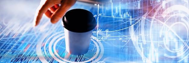 Pomysł na biznes. technologia informacyjna i przetwarzanie danych. przekazuje ekran z danymi graficznymi. nowoczesne oprogramowanie w biznesie.