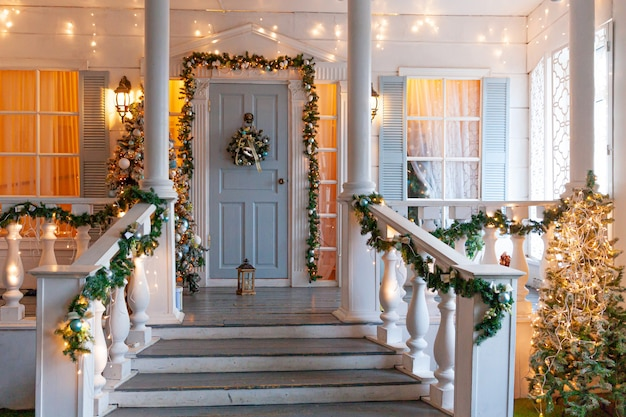 Pomysł na dekorację werandy bożonarodzeniowej